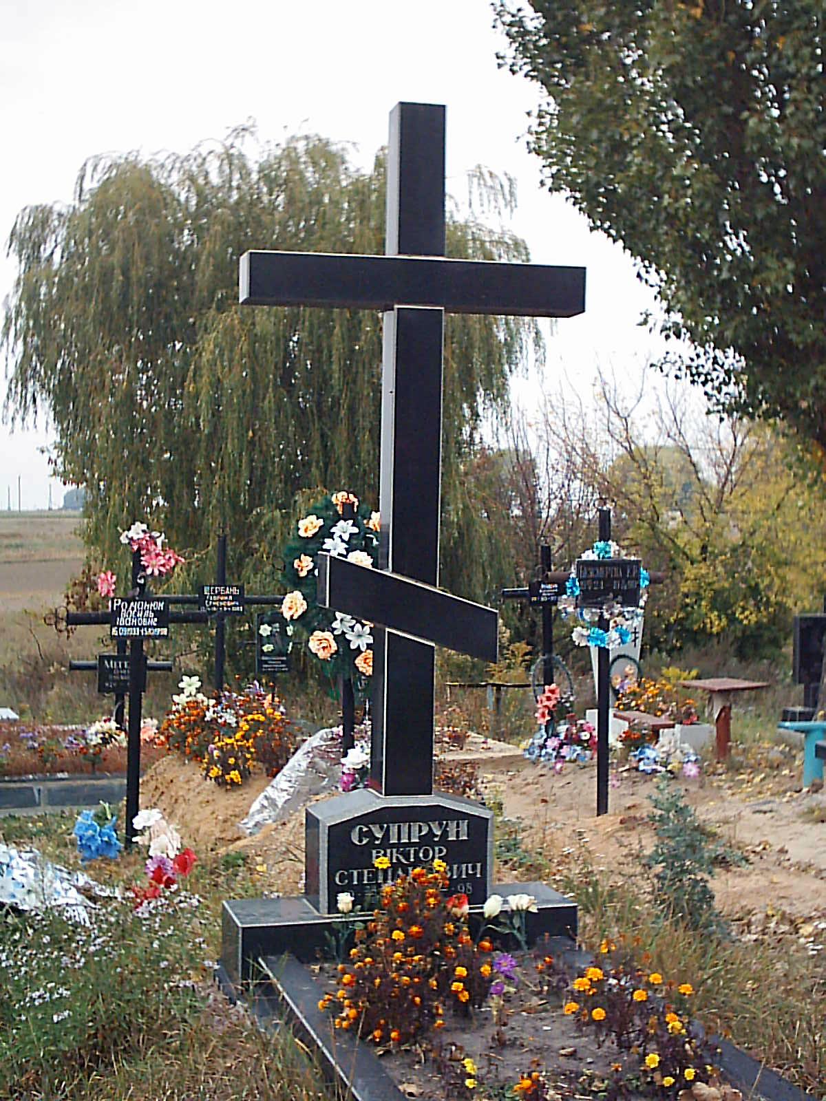 Крест каменный на могилу фото